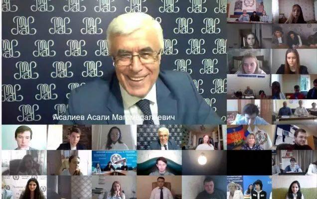 Состоялась встреча проректора по дополнительному образованию и филилам Асалиева Асали Магомедалиевича со студенческим активом